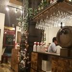 TORI de KANPAI - 店内の中央の様子