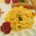 93124983 - 【朝食ブッフェ】スクランブルエッグ(チーズ、オニオン、野菜、ハム、トマトから好きな具材を好きなだけ選択) ・