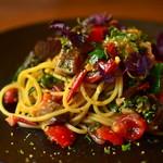 炭火焼ソーセージ酒場Salumeria - 季節の食材を使った前菜やパスタも多数ご用意