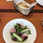 トラットリア ラグーナ ロトンダ - 料理写真:ランチのサラダとパン