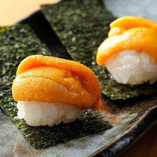 【毎日仕入れる】新鮮な食材を一串一串、丁寧に仕込み拘りの鉄板