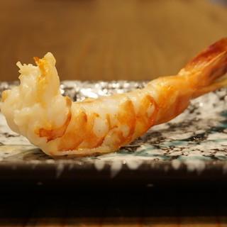 鉄板焼きパフォーマンスオリーブオイルで焼く創作串が45種!