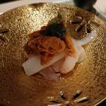 日本料理 銀座 一 - お寿司(下層にシャリ)。写真が暗いなぁ