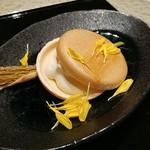 日本料理 銀座 一 - 柿の白和え最中