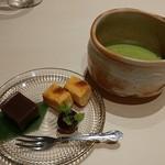 日本料理 銀座 一 - 水菓子に抹茶