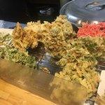 福そば - 野菜かき揚げ、ネギゲソ、紅ショウガ、明日葉、ゴーヤ、春菊