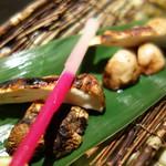 海老の髭 - 松茸(炭火焼き)