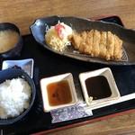 キッチンディライト - とんかつ定食870円