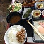 貴 - 納豆はかき混ぜず、海苔に巻き食べました。納豆のネバネバ嫌いです。