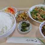 ファミリー中華 とんとん - 料理写真:豚肉の細切炒め950円大盛プラス50円