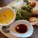 ブリックカフェ - ローストビーフ丼ランチ 前菜☆