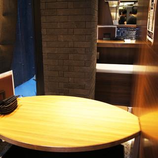 個室2席と、テーブル・カウンター38席