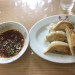 香楽 - 餃子は意外とボリュームがあります。