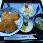 食事処よろこんで - ブリカツ丼(サラダ・味噌汁・お新香付)
