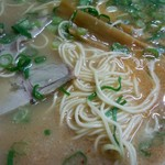 博多長浜ラーメン みよし - 細麺とチャーシュー