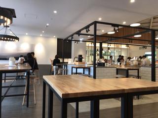チーズガーデン 那須本店 - 飲食スペース。レジ横にあります。