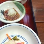 京粕漬 魚久  - 小鉢も美味しい