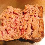 厚切りステーキたわらや - ハンバーグは半分に切り分けて好みに焼き上げる
