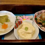 豆腐かふぇ 浦島 - 玉手箱ランチの玉手箱の中身(蟹の煮こごり、オクラごま和え、とろゆば、焼きナス、ゆず大根スティック)