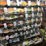 お食事処 白川大銀 - 入口のショーケース
