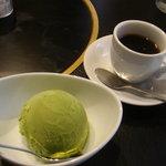 9317726 - 近江牛ひつまぶし\1500・・・デザート(抹茶アイス)と珈琲