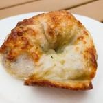パン・ドゥ・マルシェ - くるみとグリエールチーズ 180円