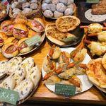パン・ドゥ・マルシェ - 店内のパン