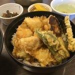 活魚料理 讃岐家 - ピーマンが邪魔すぎた… 苦味って舌が感じとる旨味の頂点やと思うんよね 淡白な料理と絶対あわない気がする