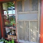 コーヒーアンドベーグル キノ - お店の入り口