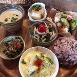 灯環 - 料理写真:★★★☆ ランチプレート スープは濃厚、ご飯はモチモチ、小鉢は全て美味しくひとつひとつ丁寧に作られているのがわかります