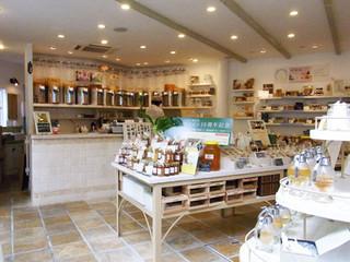ラベイユ 荻窪本店 - 店内はハチミツの販売がメインです。ハチミツにもいろんな種類があってびっくり!