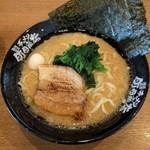 横浜家系ラーメン 布施商店 - 料理写真:とんこつ醤油(680円)