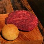 スパイスカフェ - ブーリーという赤い揚げパン