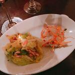 OSTERIA BARABABAO - 桜海老とキャベツのペペロンチーノ(左)、スズキのカルパッチョ(右)  各250円
