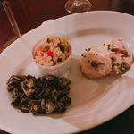 OSTERIA BARABABAO - 右から時計回りに  豚ヒレ肉のトンナートソース(250円)、イカスミのマリネ、大麦のマリネ(各200円)
