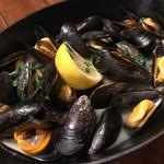 93188802 - モンサンミッシェル産のムール貝のワイン蒸し。こんなに濃厚な味だとは。。驚きです。