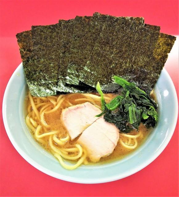 家系ラーメン 沼津家 - ラーメン650円麺硬め。海苔増し70円。
