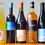 炭火焼ソーセージ酒場Salumeria - 優しく染み渡る滋味深い、ナチュラルな作り手たちのワイン