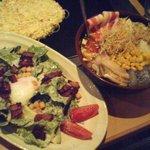 お好み焼 鉄板焼 つる次郎 - つる次郎スペシャルもんじゃ(右)とシーザーサラダ(左)