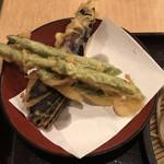 93201798 - 野菜天もり ¥390 の野菜天
