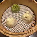 93207705 - 3種類の小籠包  緑色のが烏龍茶