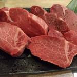 フィレ肉専門店 にくぞう - 手前からシャトーブリアン、黒毛和牛ヒレ、ノンブランドのヒレそれぞれ300g