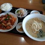 祥瑞 - 豚骨ラーメン+酢豚セット 680円