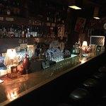 南蛮居酒屋89 - 暗いので見えにくいですが、中央にママがいます。