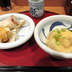 梅田はがくれ - たまごとちくわとカボチャの天ぷら300円、おでん大根150円