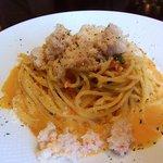 イタリア食堂 パッシオーネ - カニとトマトのカルボナーラ仕立て スパゲッティ