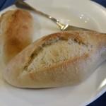ボンヌマン - パン、二種。