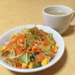 インド・ネパールレストラン ヒマラヤ - サービスのサラダ&スープ