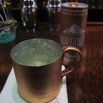 ル・ヴェール - モスコミュール 銅製のマグカップで飲むのが本格派です