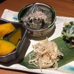 酒と飯スタンドゆうじ - ぬた和えと茄子の煮浸しにテンションが上がった前菜4種盛